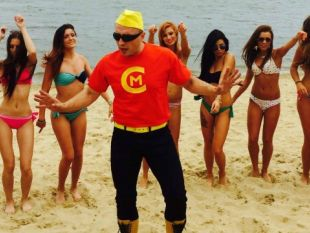 Piosenka Ruda tańczy jak szalona i inne hity disco polo - ich autor Czadoman w najbliższy poniedziałek obchodzi urodziny. W naszym mini cyku z okazji jego święta zdradzamy Wam tajemnice z jego życia. Dziś - bohaterskie czyny!